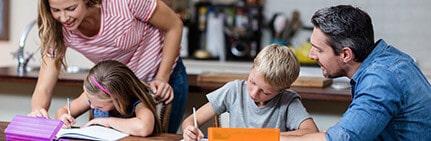 Ayudar a los hijos a hacer los deberes, ¿sí o no?